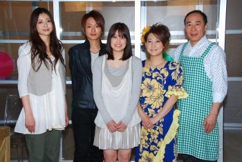 左から片瀬那奈、西島隆弘、福田、友近、モト冬樹
