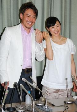 スキーの上村愛子・皆川賢太郎が結婚会見 「安心して2人を応援して ...
