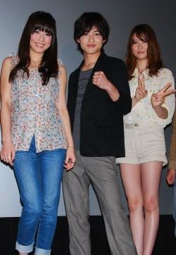 三浦葵、キャバクラに興味津々「勉強になりました!」 - 映画『ガクドリ』