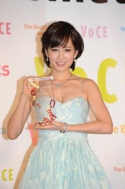 ファッションモデルの前田敦子さん