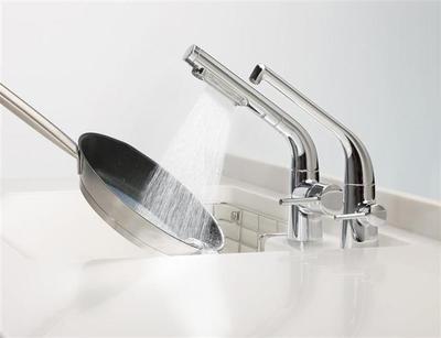 TOTOシステムキッチン搭載の水栓「水ほうき」が発明賞を受賞