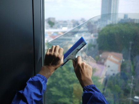 防犯・遮熱・ガラス飛散防止のある窓ガラス用フィルム発売