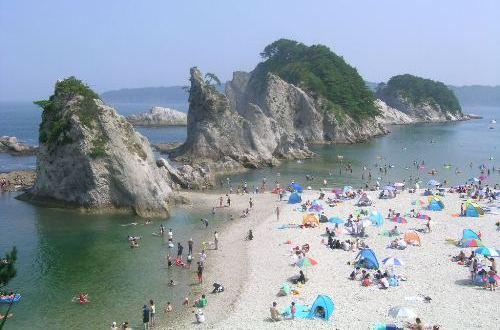 海水浴シーズン到来。岩手県宮古...