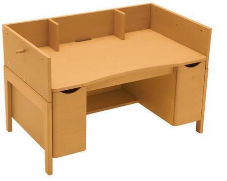 ベネッセとカリモクがコラボ。リビングに置けるコンパクトな机と椅子が誕生