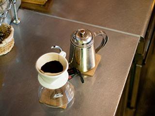 コーヒーのかすをゴミ箱に捨てずに、うまく利用する方法
