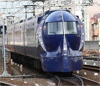 NMB48の小笠原茉由さん 「小笠原特急」として運行する特急「ラピート... 特急「ラピート」で