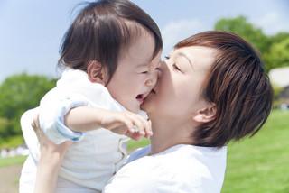 産後の安静期間、上の子の抱っこ対策は!?の画像1