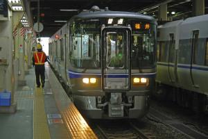 富山県並行在来線「あいの風とやま鉄道」では521系が活躍予定(写真はイ... 富山県の北陸新幹線