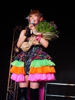 珍しいドレスを着た中川翔子