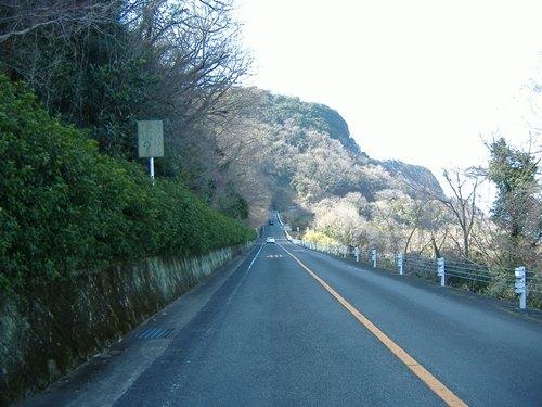 どう見ても逆転している、香川県・屋島にある不思議な坂の謎に迫る!   マイナビニュース