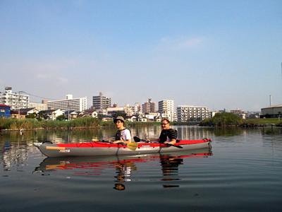 出社前にカヌー漕いでスカイツリーを見る  - 痒いニュース速報