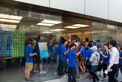 iPhone 5s/5c発売日、アップルストア銀座の行列は京橋の交番前 ...