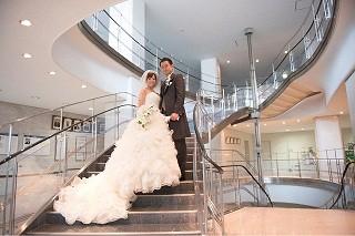 【レポート】東京都・目黒区役所で結婚式! らせん階段に屋上庭園……会場を見に行ってきた