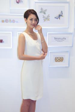 白いドレスの相武紗季