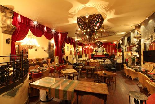 東京都・新宿でゴスロリブランドとカフェがコラボ 中世ヨーロッパ風に マイナビニュース