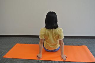 冷え対策に使える肩甲骨周りの筋肉ほぐしストレッチ - 1日1分 ...