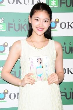 ファッションモデルの今野鮎莉さん