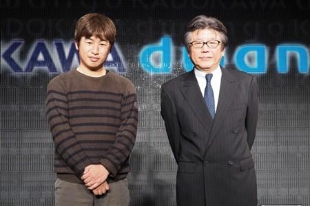 ドワンゴ川上会長(左)とKADOKAWA佐藤社長 会見では川上量生会長... 川上会長「それほど