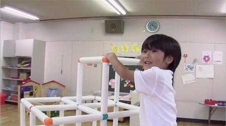 幼稚園児の超人的能力を抑えたトリック映像 さまざまな超人的能力を持った... 幼稚園児は超人的能