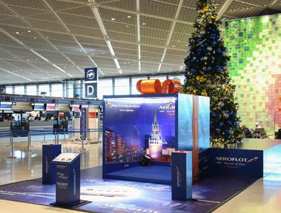 成田国際空港に6メートル越えのクリスマスツリー登場