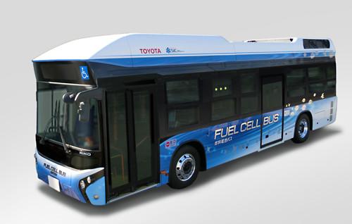 トヨタ自動車と日野自動車は8日、新しい燃料電池システム「トヨタフューエルセルシステム(TFCS)」を搭載した燃料電池バス(FCバス)を開発し、9日から豊田市内を走る路線バス「とよたおいでんバス」の営業運行向けに提供すると発表した。
