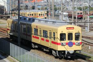 西鉄貝塚線313形を受け継ぐ600形614・664号車、特別仕様ヘッドマークで運転