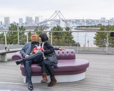 マダム・タッソー東京、セレブとバレンタイン記念写真が撮れるサービス