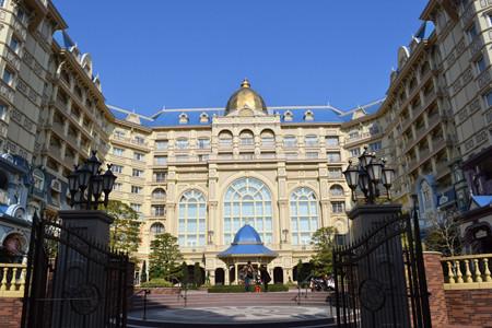 ミリアルリゾートホテルズは2月14日、東京ディズニーランドホテルのキャラクターカテゴリーの客室を一新し、182室の客室を新設する。「ティンカー・ベル」「ふしぎの国のアリス」「美女と野獣」など、ディズニー映画に迷い込んだかのような