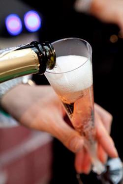 東京ミッドタウンで春色スパークリングワイン無料提供! 桜ライトアップも