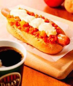 タリーズコーヒー、トマト風味マッシュポテトとチーズ入りホットドッグ発売
