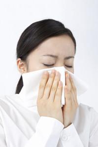 花粉症シーズンが過ぎても、症状が出続けていたらどうすべきか