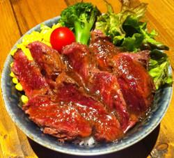 大阪府で全国の丼が集う「肉汁祭」開催! たむけんの焼き肉店も出店
