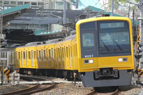 西武鉄道「黄色い6000系電車」デビュー! 臨時の快速急行で池袋~所沢間走行