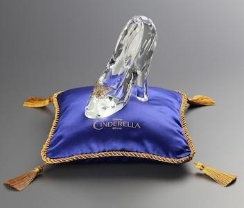 シンデレラ』のガラスの靴が ...