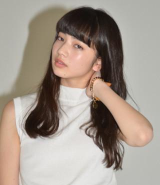 ファッションモデルの小松菜奈さん