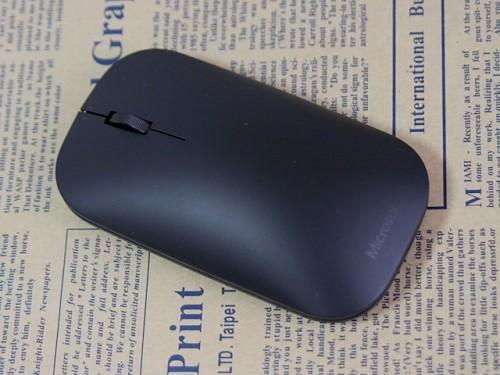 5919a11d99 「Designer Bluetooth Mouse」。デザイン性にこだわりを感じるので背景を少しだけ凝ってみました