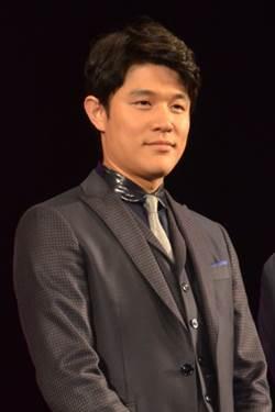 鈴木亮平 (モデル)の画像 p1_21
