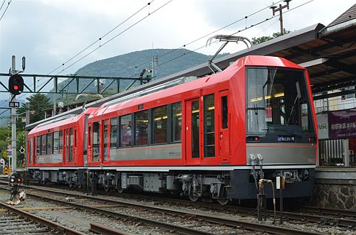箱根登山鉄道3000形「アレグラ号」2015年ローレル賞 - 斬新なデザイン評価 | マイナビニュース