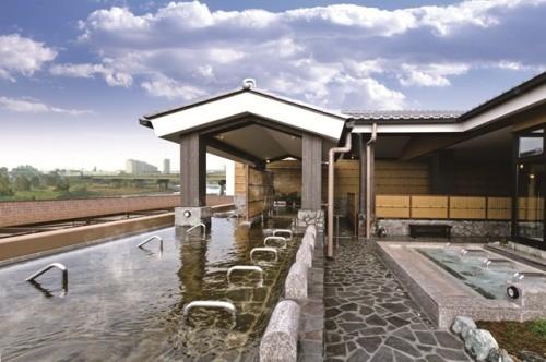 露天風呂は富士山とともに! 東京都・多摩川そばの天然温泉には絶景がある