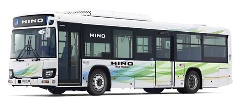 日野自動車は26日、大型路線バス「日野ブルーリボンII」と「日野ブルーリボンシティ ハイブリッド」をモデルチェンジし、ディーゼル車を「日野ブルーリボン」として9月1日に、ハイブリッド車を「日野ブルーリボン ハイブリッド」として12月1日に新...