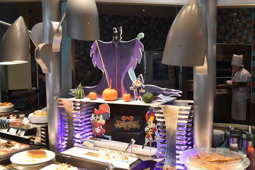みなさん、こんにちは。ディズニー大好きな吉田よしかです。今回は、「ディズニーホテル」で開催されているハロウィーンイベントを紹介します。