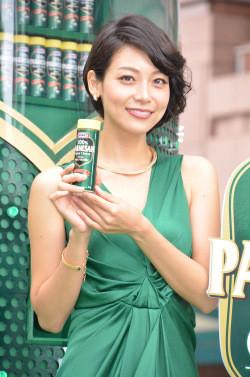 グリーンの衣装の相武紗季