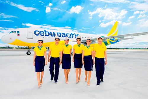 フィリピン最大の航空会社であるセブパシフィック航空は3月8日、運航20周年を迎えたことを記念し、3月27日より客室乗務員のユニフォームを一新。フィリピンの熱気を伝える鮮やかなカラーと、ジーンズを用いたカジュアルさが特長となっている。