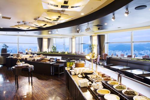 食の宝庫・北海道は、食事がおいしいと評判の宿が多い。道内各地の食材が集まる札幌では、さまざまなホテルが朝食のグレードを競い合い、地元の市民が早起きして