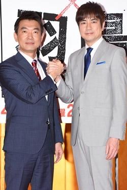橋本さんと手を握る羽鳥慎一。