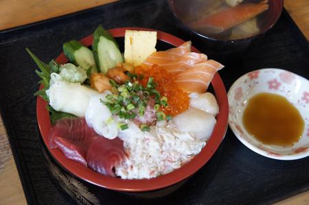 絶品海鮮丼は常に大盛り! 札幌市場の朝食店「丼兵衛」