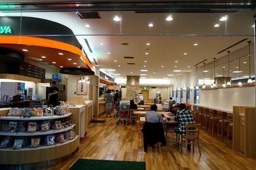 吉野家日本初のラーメンは成田空港にあり! 牛肉&カツコンボも破壊力満点