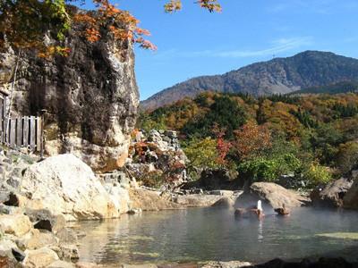 混浴風呂のある温泉宿ランキング--250畳の露天や標高970mの絶景露天も!