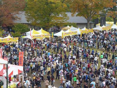 本場の餃子を求めておおにぎわい! 宇都宮城址公園で「宇都宮餃子祭り」開催