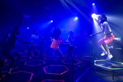 8eae50bd5e3 暗闇トランポリンでダイエット! 女性限定スタジオが新宿にオープン ...